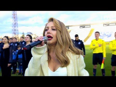 Неймовірне виконання гімну. Тіна Кароль на футболі в Чернігові