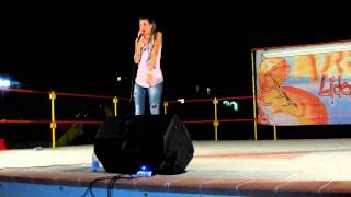 Silvia Olari canta Wise Girl