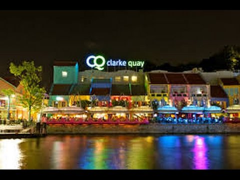 Night time tour of Clarke Quay Singapore and stopping for a bite and a beer