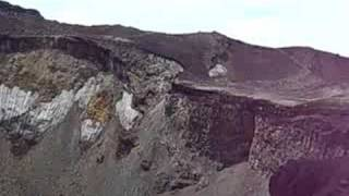 08年8月21日の富士山の噴火口の様子.