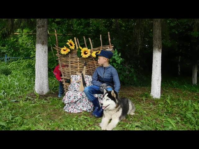 Изображение предпросмотра прочтения – Зуевская сельская модельнаябиблиотека читает произведение «Крестьянские дети» Н.А.Некрасова