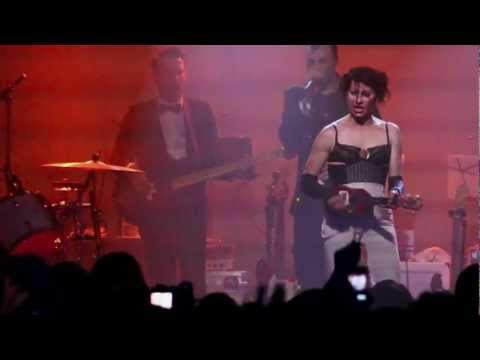 "Amanda Palmer & The Grand Theft play ""Map of Tasmania"" by audience request - Detroit"
