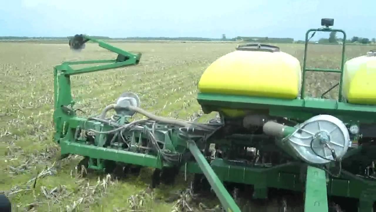 John Deere 1790 Planting Soybeans Youtube