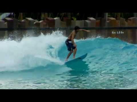 Olas de cloro surfing y entrenamiento en una de las mas for Piscinas modernas