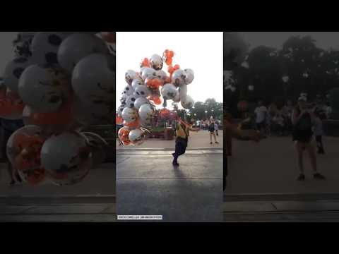 Jim Show - Disney Balloon Vender vs. The Wind! Who Ya Got?!?