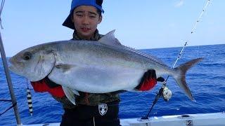 ジギング初心者の小学生にヒット!全長90cmのカンパチを釣り上げた。 平...