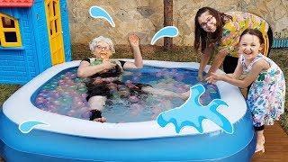 Büyükannem Havuza Düştü!! - For Kid Swimming Pool and Kids - Funny Oyuncak Avı Öykü