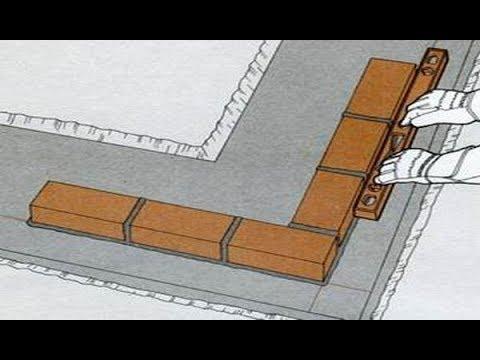 Подготовка и раскладка первого ряда кирпича