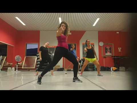 Bella y sensual -romeo Santos -nicky Jam- Daddy Yankee