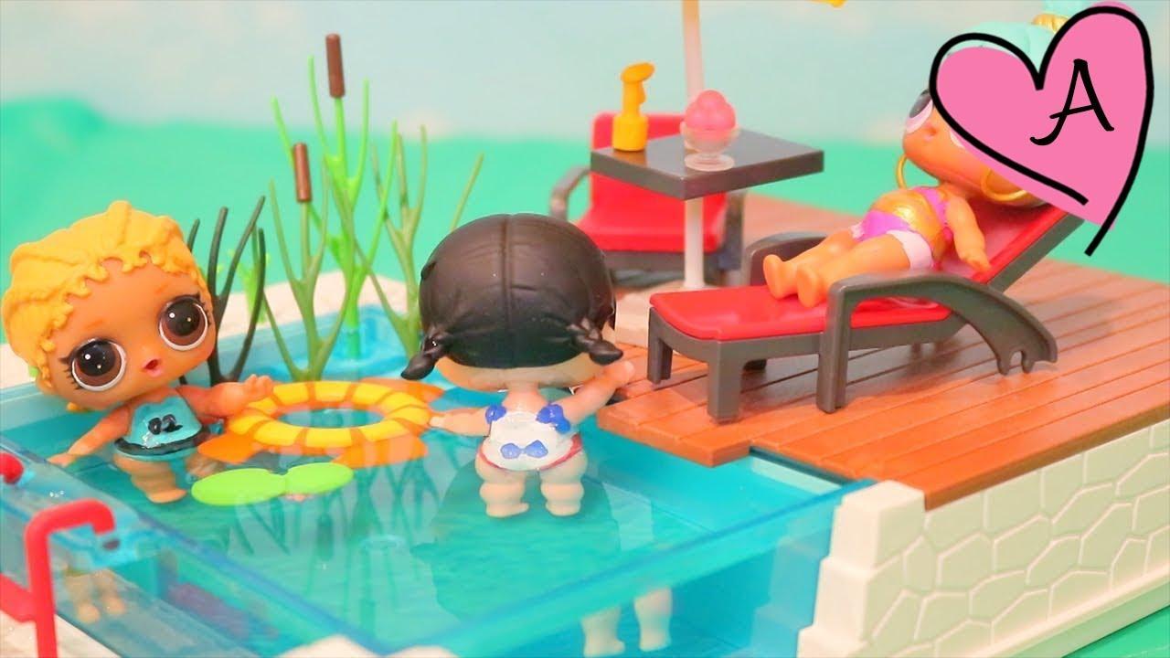 Bebes lol van a la piscina y encuentran unicornio for Piscina bebe con parasol