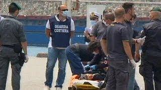 Suriyeli kaçak göçmenler İtalya kıyılarında