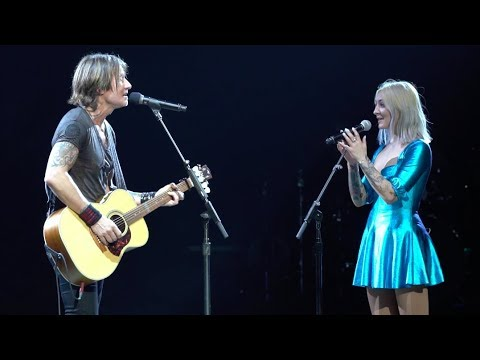"""Keith Urban & Julia Michaels - """"Lie To Me"""" LIVE From The Graffiti U World Tour - 5 Seconds Of Summer"""