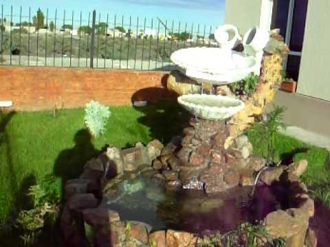 Fuente de exterior con acuario youtube for Peces para fuente exterior