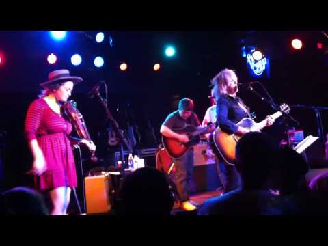 Lucinda Williams, Blake Mills, Sara &Sean Watkins live 2012@ Belly Up Tavern