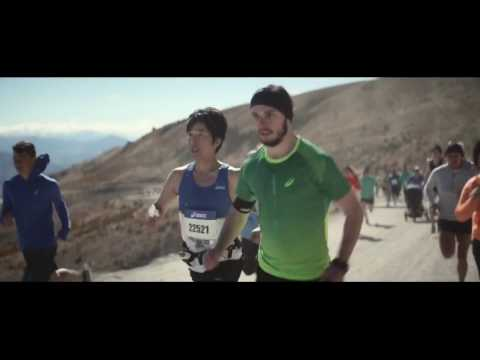 Publicité Asics - It's a big world. Go Run It !