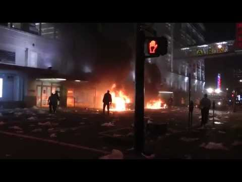 Vancouver Stanley Cup Riots Hudson's Bay Store Being Looted