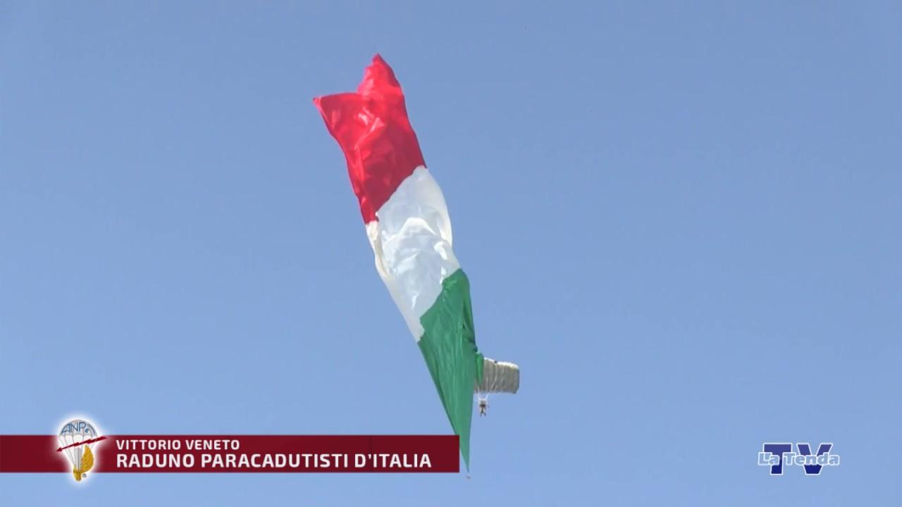Raduno Nazionale Paracadutisti - Lancio bandierone tricolore