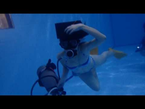 06032017 U/W swimming with just holding a tank linked with regulator set II-文婷