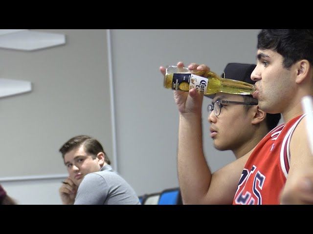 DRINKING BEERS IN LECTURES PRANK!