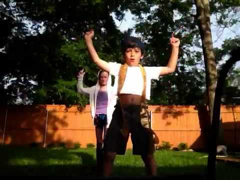 "M.I.A ""paper planes"" cutest video ever!!!"