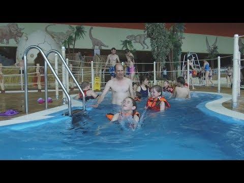 UTV. В уфимском аквапарке спасатели показали посетителям, как спасти человека