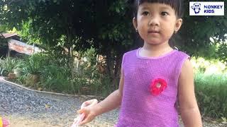 Monkey Kids | Phương Anh - Thảo Anh nặn đất làm bánh sinh nhật