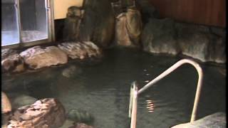 草津ナウリゾートホテル内にあるプールと温泉施設。大浴場には、露天風...