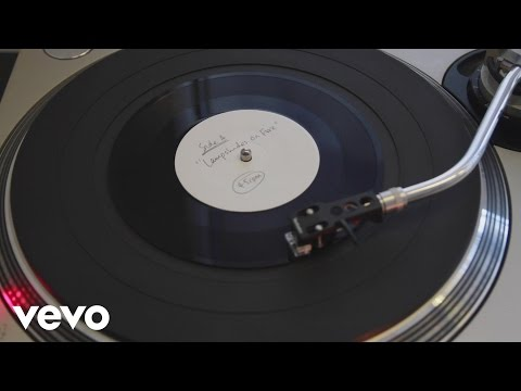 """Modest Mouse - Lampshades on Fire (Spinning 7"""" video)"""