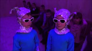 Фильмик 2 В класс и пришельцы 2016год Днепропетровск 148 школа Планета счастья(В наш 2 В класс прилетели пришельцы было это в марте 2016года в Днепропетровске 148 школа