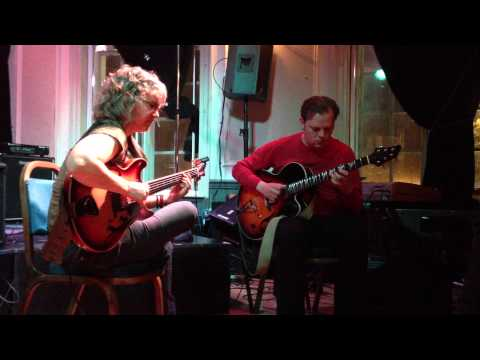 Sheryl Bailey and Phil Robson play 'How Insensitive'