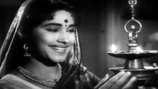 Kadhi Shivaray Yayayche Ghari | Usha Mangeshkar |Thoratanchi Kamala Marathi Song