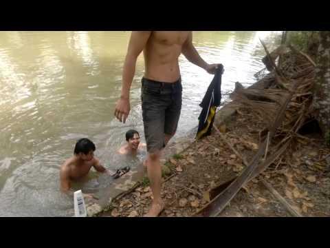 Trẻ trâu tắm sông...haivl