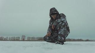 Зимняя рыбалка на окуня по первому льду на блесну.