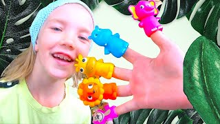Daddy Finger Family Song in Zoo from  Nastya and Eva. Baby Time kids channel.