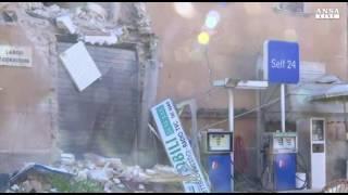 Terremoto in diretta a Visso, tremano le pompe della benzina