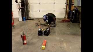 Сварка с помощью автомобильных аккумуляторов в чрезвычайных ситуациях(Это видео, о том, как сварить сталь с использованием пары аккумуляторов и набора соединительных кабелей...., 2013-10-18T13:51:14.000Z)