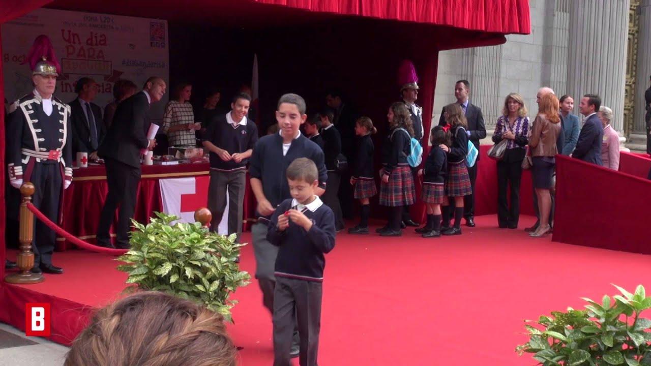 BUNTE TV - Letizia von Spanien: In schwarz-weiß zum Spendentag