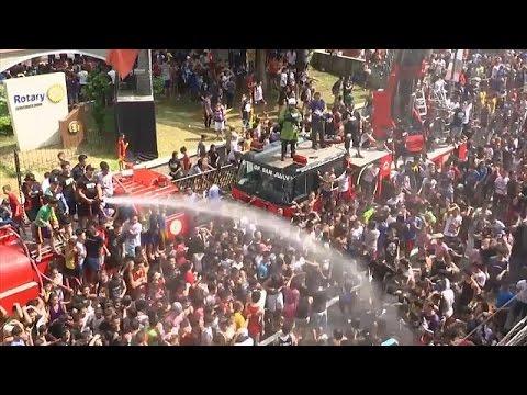 شاهد: مهرجان رش المياه في الفلبين  - 13:21-2017 / 6 / 24
