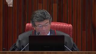 Os ministros do Tribunal Superior Eleitoral decidiram que senador no exercício da primeira metade do mandato não pode se reeleger. Na mesma sessão, o plenário negou o registro de candidatura...