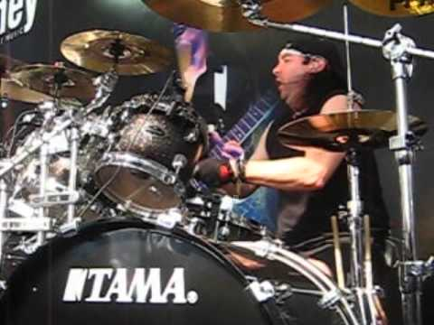 DragonForce - Through the Fire and the Flames (live ...Fire And The Flames Dragonforce