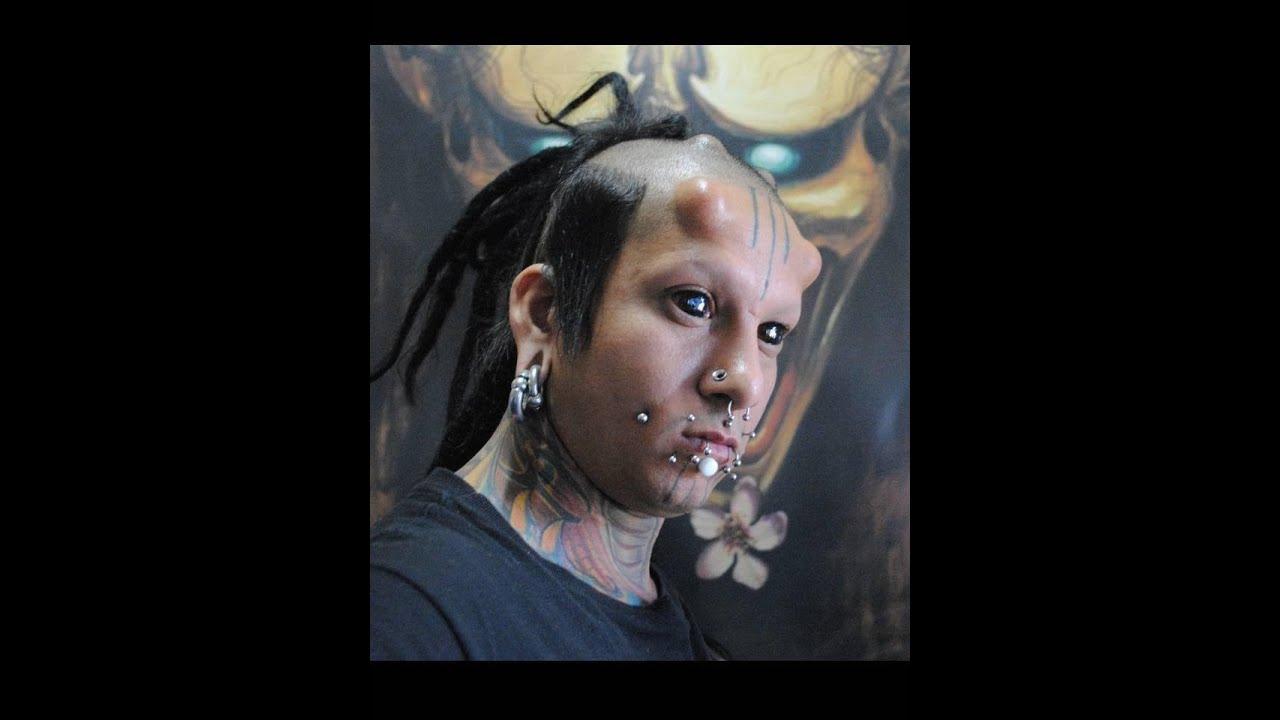 Cantor Todo Tatuado Brasileiro body modifications extreme ,morador do df tem chifres e corpo quase todo  tatuado