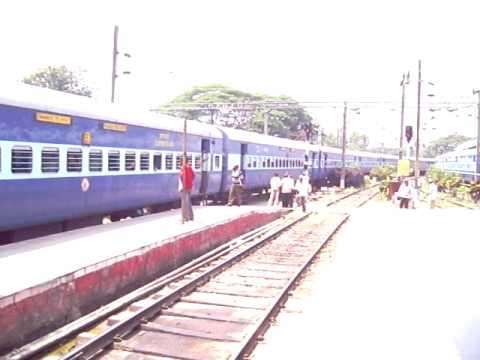 [12628] Karnataka Express entering Bangalore City Jn - YouTube