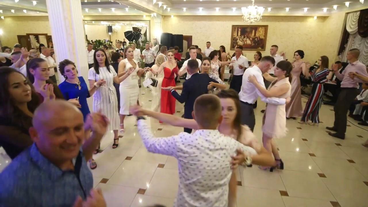 Muzica populara  si muzica de petrecere cu Cristina Ceaus. Danseaza sub interpretarea Cristina Ceauș