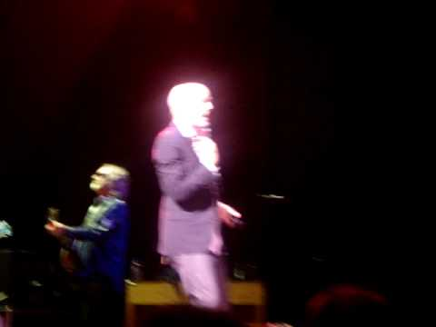 R.E.M. Cardif 2008 Losing my religion (COMPLETE) (Click high quality)