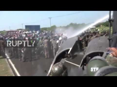 Sri Lanka: 21 injured as protesting monks clash with police in Ambalantota