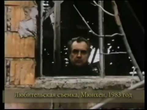 Александр зиновьев ученый, мыслитель, художник, поэт, автор пророческих 'зияющих высот', впервые опубликованных в швейцарии в 1976 году. Этот 'социологический', по словам писателя, роман, хлестко и беспощадно обличающий пороки советского общества, принес ему ошеломляющую,