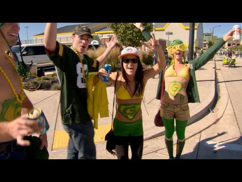 YES! NFL Tailgating In Wisconsin At A Green Bay Packers Game!