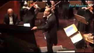 بالفيديو.. الجمهور يشارك بالعزف في حفل لعمر خيرت