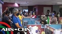 PANOORIN: Newsroom ng ABS-CBN habang nagsa-sign off ang network | TV Patrol