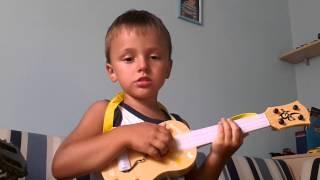 Батарейка брат с сестрой  поют и играют на гитаре